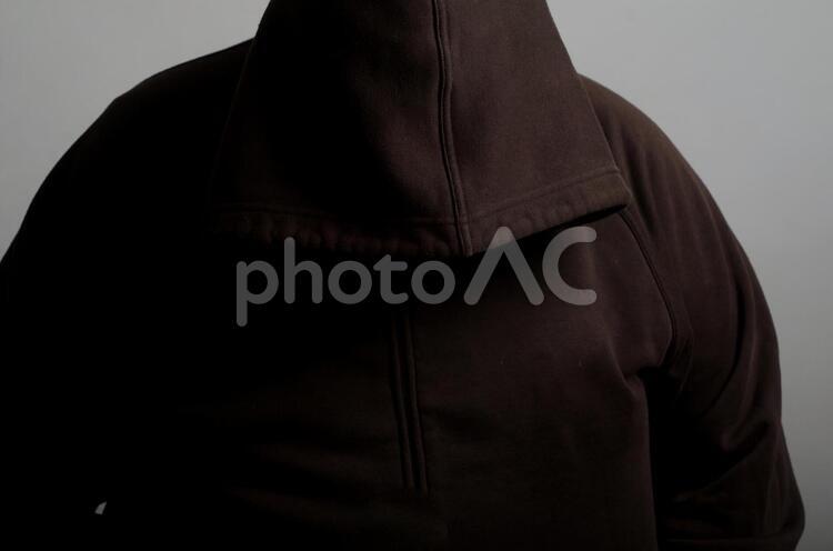フードを被った犯罪者8の写真