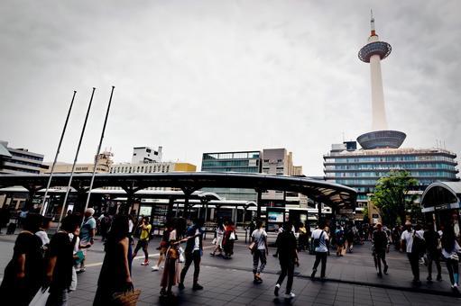 JR京都站和京都塔(京都市下京區)