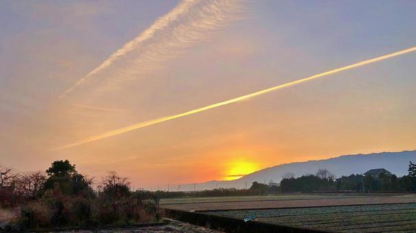 鄉村漫步早晨黎明日出