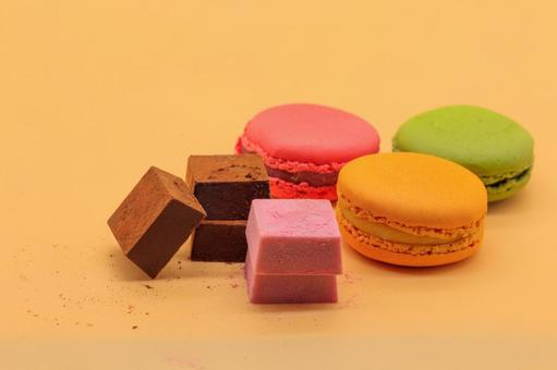 Lined macaroons and ganache