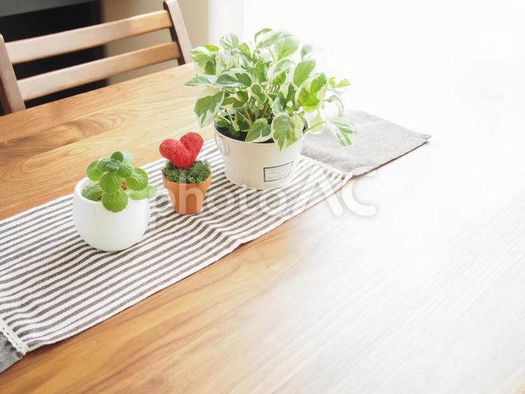 ダイニングテーブルの写真