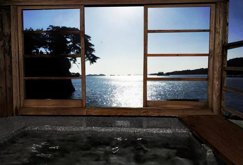 Open-air bath with a view of the sea