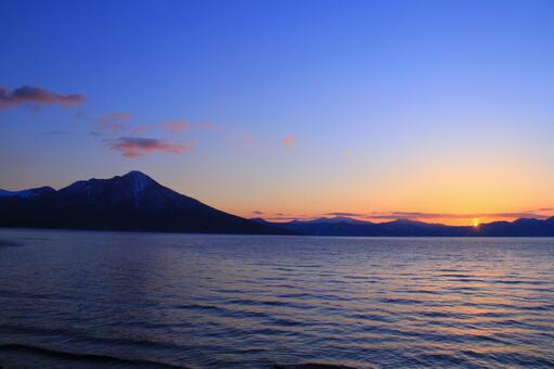 Sunset and Lake Shikotsuka