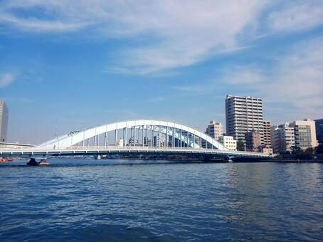 도쿄도 츄 오구 측 신천 공원 (스미다 강 테라스)에서 본 영구 다리