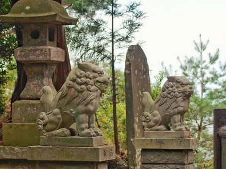 The guardian dog of Bishamon-do Temple in Tamonzan
