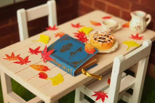 Autumn for reading while having lunch