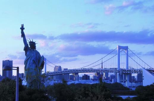 Rainbow Bridge in Odaiba and the Statue of Liberty