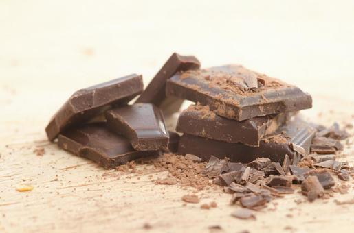 쌓인 판 초콜릿 6