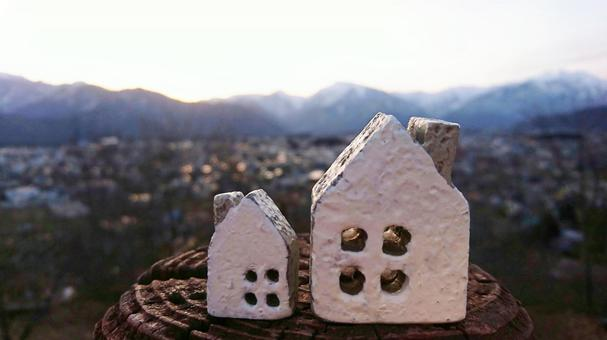 Image of a house that lives by looking at the mountain