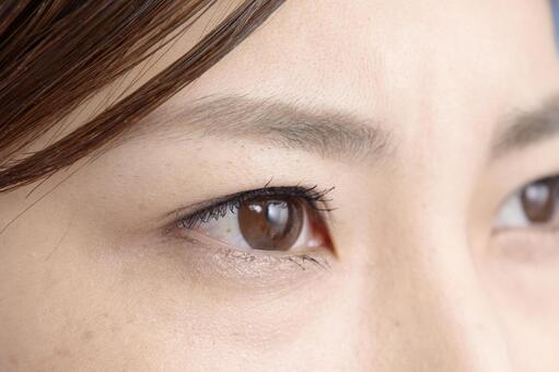 여성의 눈 2