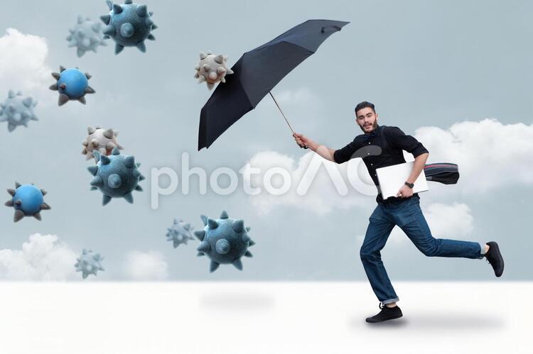 ウィルスから身を守る男性の写真