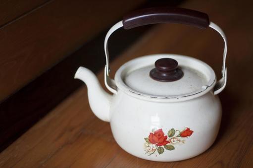 A retro floral kettle