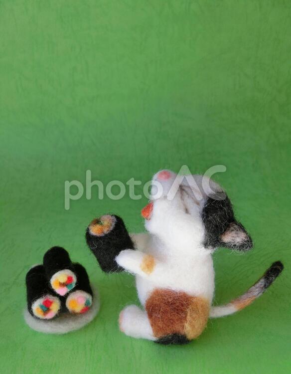 恵方巻を食べる猫6の写真