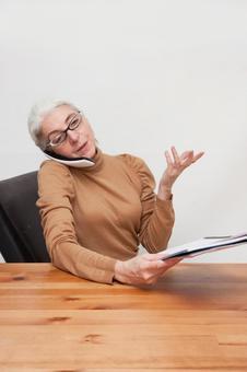 Senior woman to work 4