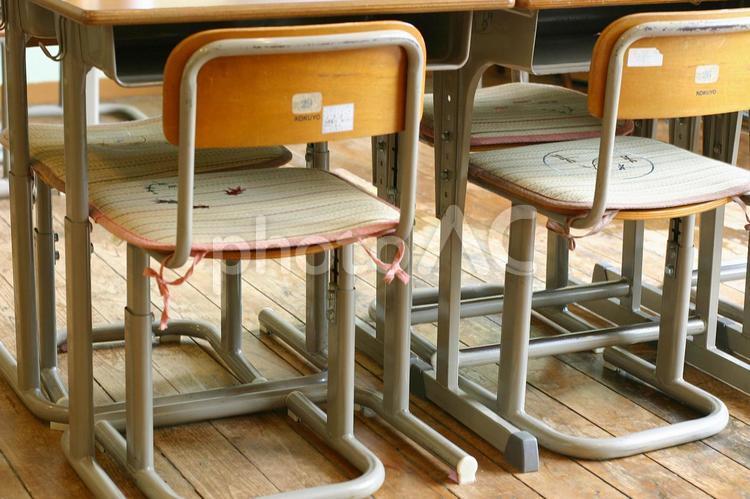 椅子と机の写真