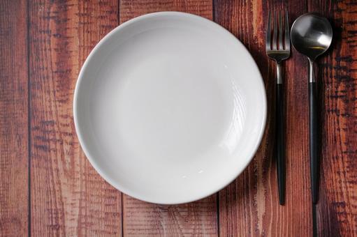 포크 숟가락 白皿 우드 테이블