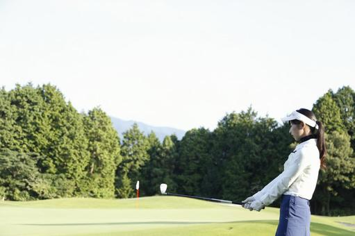 Female golfing 4
