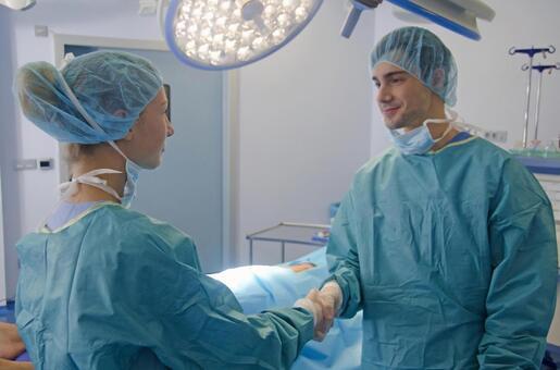 醫生3握手