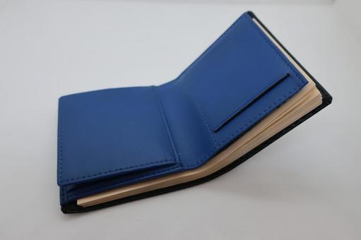 万札 들어간 파란색 지갑