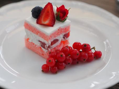 Short cake and cranberries