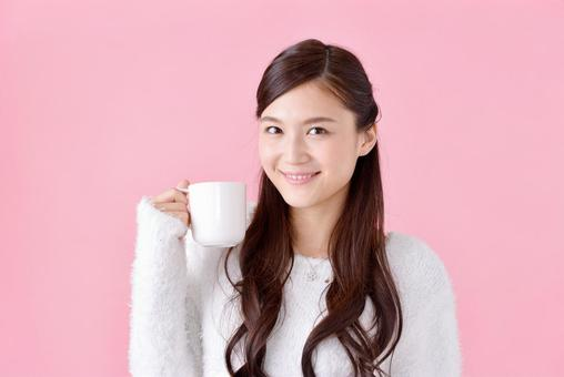 Women with cup 1