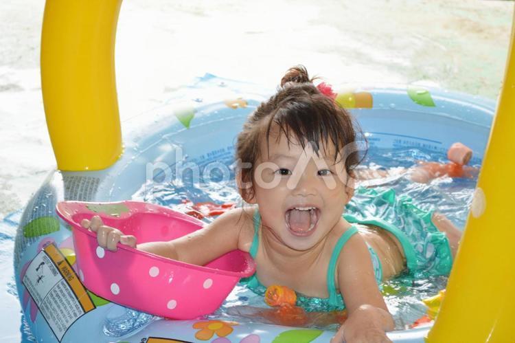 プール遊びの写真