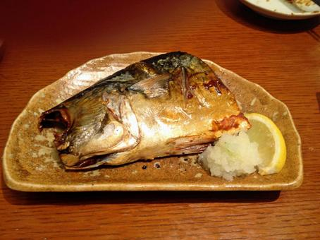 Salt-grilled mackerel