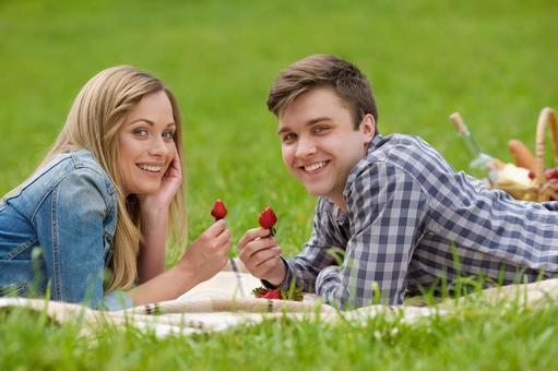 情侶7吃草莓說謊
