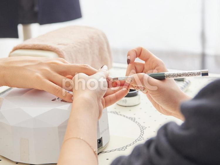 ネイルサロンイメージ・施術の写真