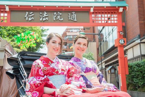 Women's Yukata rode rickshaw women Foreign tourists 14
