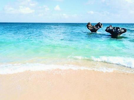 오키나와의 바다 하트 바위