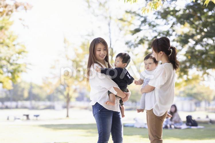 ママ友と子供の写真