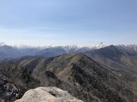 히다카 켄잔에서 보였다 히다카 산맥