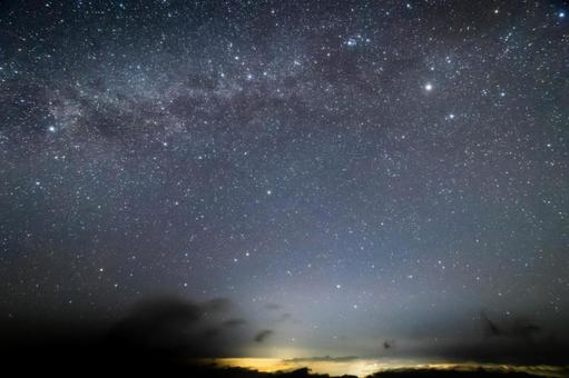 Winter galaxy and sea of clouds (fixed at 14 mm)