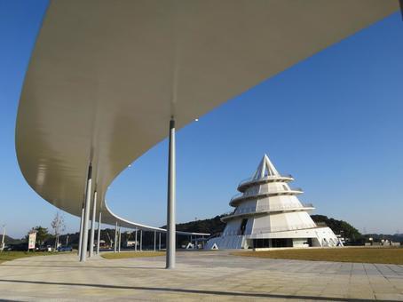 Triangular Higashi Port 1