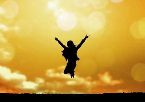 점프하는 여성 실루엣