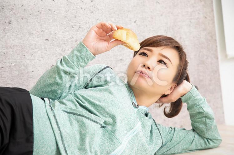 ダイエットしても続かない女性の写真