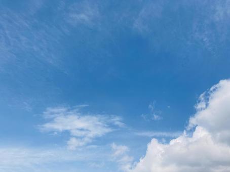 봄의 푸른 하늘 배경 소재
