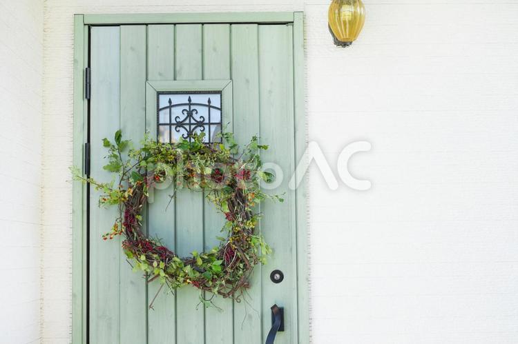 手作りクリスマスリース_玄関に飾るの写真