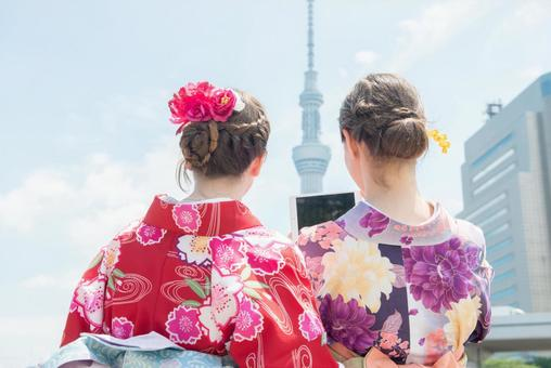 Women's Yukata taking pictures at the river side Foreign tourists 2