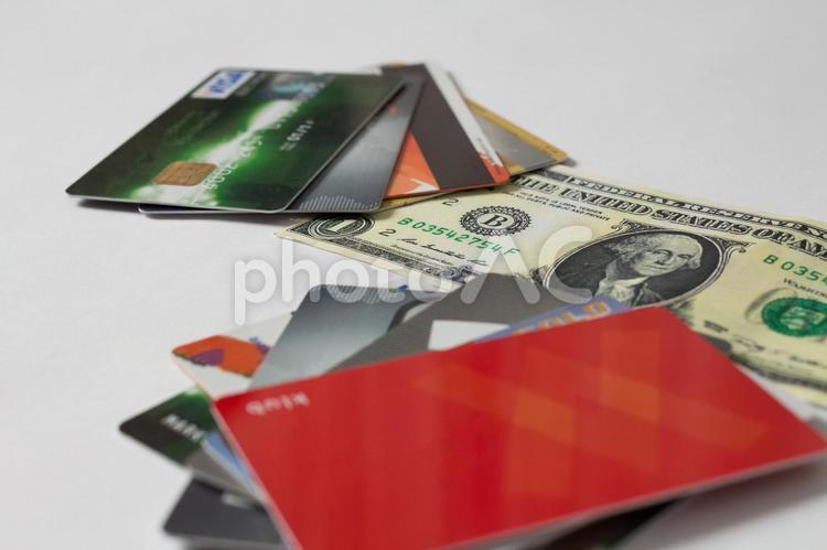 クレジットカードと紙幣1の写真