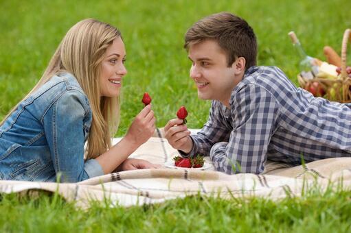 夫婦4吃草莓說謊
