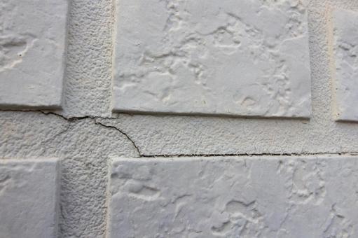 균열 된 외벽 사이딩