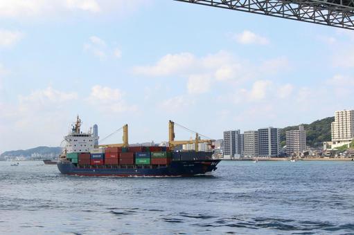 Ships passing through the Kanmon Strait
