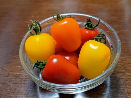 Colorful mini tomatoes (candy pop tomatoes)