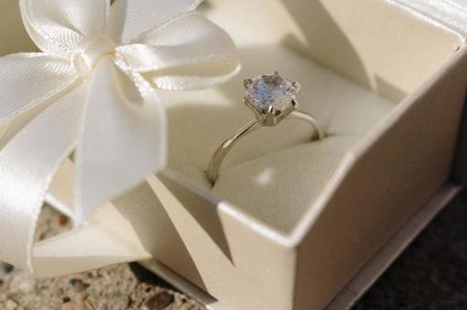The ring which entered the gift box 34