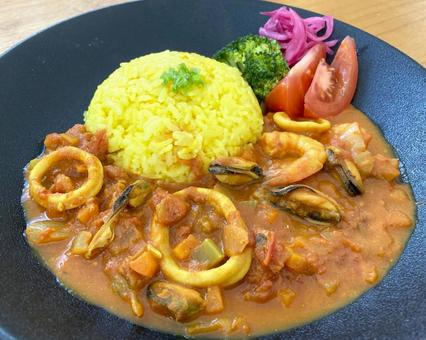 Seafood spice curry and dome-shaped turmeric rice
