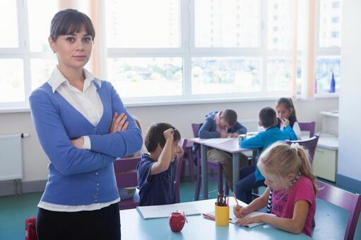 小学生和工艺美术10教师的时间