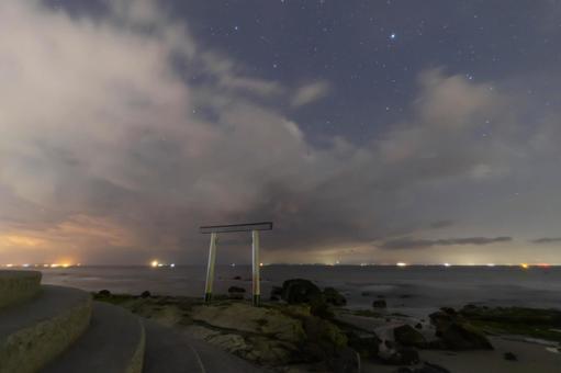 椿浦和繁星點點的天空