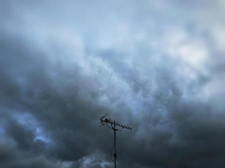 비구름과 안테나
